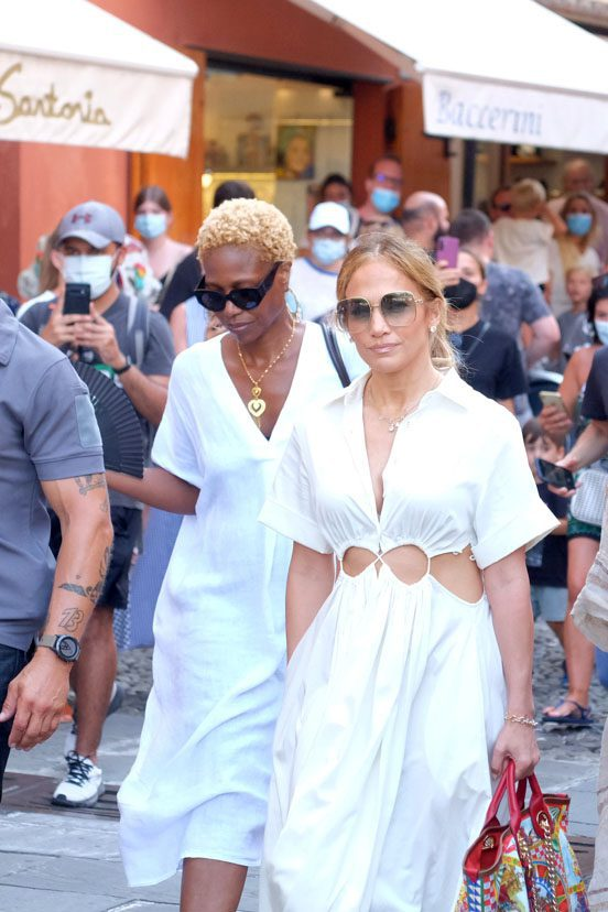 Jennifer Lopez wears a collar with Ben's name while strolling in Portofino with some friends during her cruise in the Mediterranean